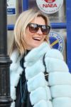 Celebrities Wonder 21188633_kate-moss-dog-walking_4.jpg