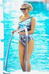 Celebrities Wonder 24492951_paris-hilton-swimsuit_1.jpg