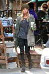 Celebrities Wonder 28555350_ashley-tisdale-Urth-Cafe_3.jpg