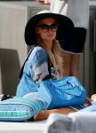 Celebrities Wonder 40021465_paris-hilton-swimsuit_5.jpg