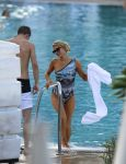 Celebrities Wonder 40658112_paris-hilton-swimsuit_4.jpg