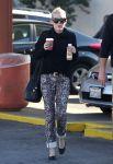 Celebrities Wonder 42172325_miley-cyrus-coffee_1.jpg