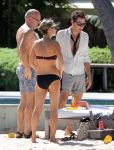 Celebrities Wonder 43008287_kate-moss-bikini_3.jpg