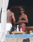 Celebrities Wonder 51465667_jennifer-aniston-bikini-top_4.jpg