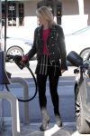 Celebrities Wonder 56485611_ali-larter-gas-station_3.jpg