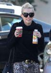 Celebrities Wonder 65009214_miley-cyrus-coffee_8.jpg