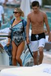 Celebrities Wonder 78057010_paris-hilton-swimsuit_6.jpg