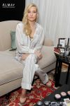 Celebrities Wonder 98266908_kate-hudson-Almay_2.jpg