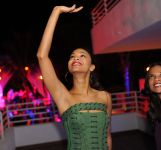 Celebrities Wonder 14927044_zoe-saldana-nye-2013_5.jpg