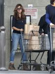 Celebrities Wonder 1920935_eva-mendes-shopping-for-groceries_2.jpg