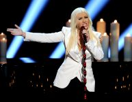 Celebrities Wonder 20304828_christina-aguilera-peoples-choice_3.jpg