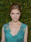Celebrities Wonder 20576903_Alberta-Ferretti-Vogue-Fashion-Show_Anna Kendrick 4.jpg