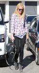 Celebrities Wonder 22675193_gwyneth-paltrow-hair-salon_1.jpg