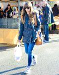Celebrities Wonder 30492374_jessica-biel-shopping-farmers-market_3.jpg