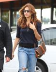 Celebrities Wonder 32660521_eva-mendes-shopping-for-groceries_3.jpg