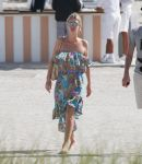 Celebrities Wonder 3339680_nicky-hilton-pool_1.jpg