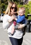 Celebrities Wonder 36363857_hilary-with-her-son_5.jpg