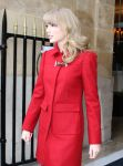 Celebrities Wonder 37022125_taylor-swift-paris_5.jpg