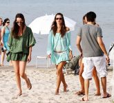 Celebrities Wonder 43054762_alessandra-ambrosio-beach_6.jpg