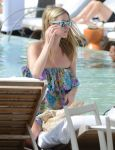 Celebrities Wonder 43760366_nicky-hilton-pool_3.jpg