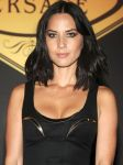 Celebrities Wonder 4740804_olivia-munn-versace-fashion-show_4.jpg