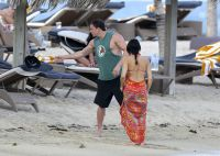 Celebrities Wonder 49693480_pregnant-jenna-dewan-beach_7.jpg