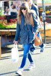 Celebrities Wonder 55283755_jessica-biel-shopping-farmers-market_1.jpg