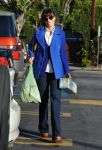 Celebrities Wonder 55728341_zooey-deschanel-shopping_2.jpg