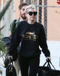 Celebrities Wonder 57477785_miley-cyrus-recording-studio_5.jpg