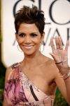 Celebrities Wonder 58059965_halle-berry-2013-golden-globe_3.jpg