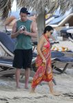 Celebrities Wonder 60140880_pregnant-jenna-dewan-beach_3.jpg