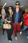Celebrities Wonder 69088337_paris-hilton-airport_2.jpg