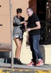 Celebrities Wonder 76335936_rihanna-nail-salon_3.jpg
