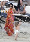 Celebrities Wonder 81938590_pregnant-jenna-dewan-beach_1.jpg