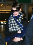 Celebrities Wonder 85327006_anne-hathaway-JFK-Airport_4.jpg