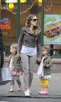 Celebrities Wonder 86724493_sarah-jessica-parker-twins_4.jpg