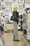 Celebrities Wonder 90273212_-pregnant-malin-akerman-shopping_3.jpg
