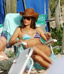 Celebrities Wonder 92421544_alessandra-ambrosio-beach_4.jpg