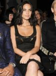 Celebrities Wonder 92940641_olivia-munn-versace-fashion-show_3.jpg