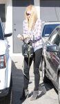 Celebrities Wonder 97817888_gwyneth-paltrow-hair-salon_4.jpg