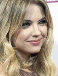 Celebrities Wonder 19899166_spring-breakers-rome-premiere_Ashley Benson 4.jpg