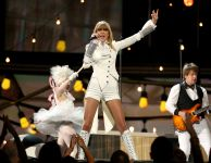 Celebrities Wonder 23802781_taylor-swift-grammy-performance-2013_1.jpg