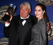 Celebrities Wonder 30200918_angelina-jolie-American-Society-of-Cinematographers-Awards_4.jpg