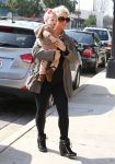 Celebrities Wonder 33200494_jessica-simpson-daughter_2.jpg