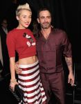 Celebrities Wonder 34014305_marc-jacobs-fall-2013-front-row_Miley Cyrus 3.jpg