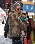 Celebrities Wonder 48139101_sienna-miller-daughter-park_3.jpg