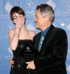 Celebrities Wonder 59980445_anne-hathaway-cas-awards_8.JPG