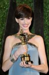 Celebrities Wonder 60912498_anne-hathaway-vanity-fair-oscar-party_3.jpg