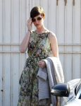 Celebrities Wonder 71124735_anne-hathaway-meeting_8.jpg