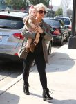 Celebrities Wonder 73495299_jessica-simpson-daughter_3.jpg